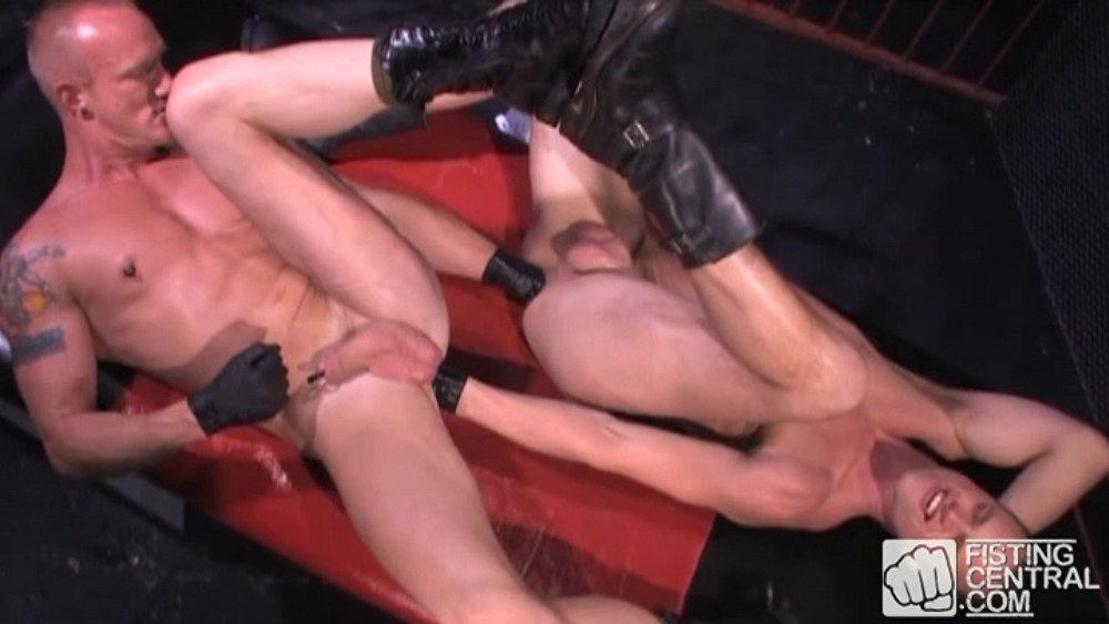 Mason Garet and Aaron Summers Flip-Flop Fisting 1