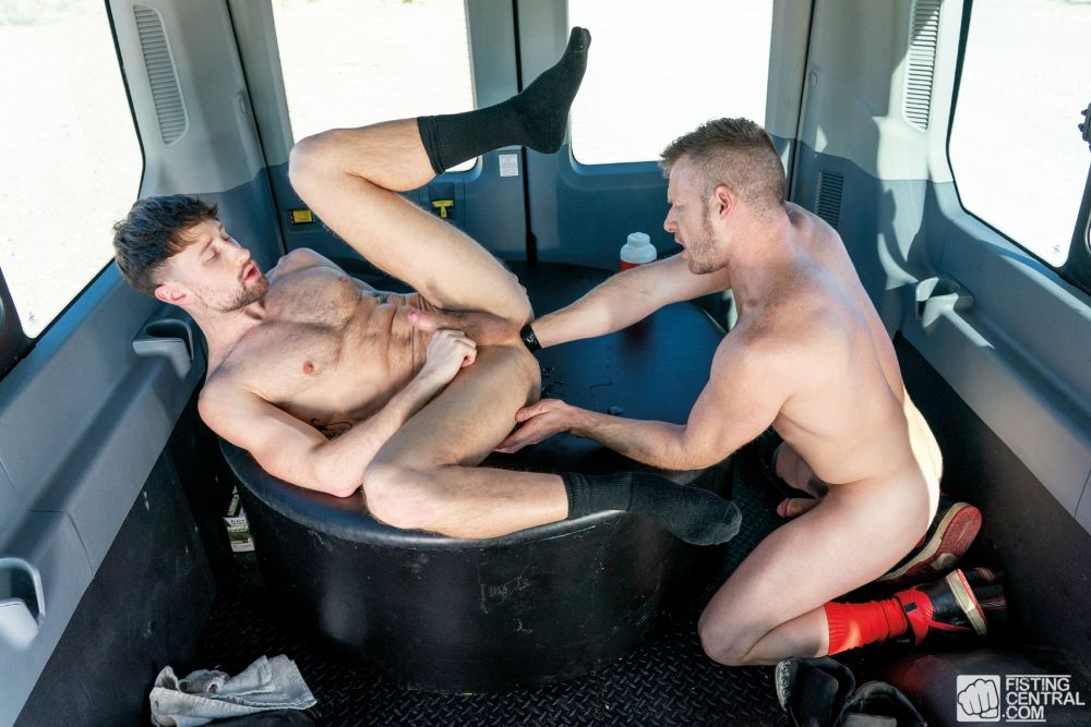 Drew Dixon Gets Fisted by Brian Bonds In The Fist Bus 1