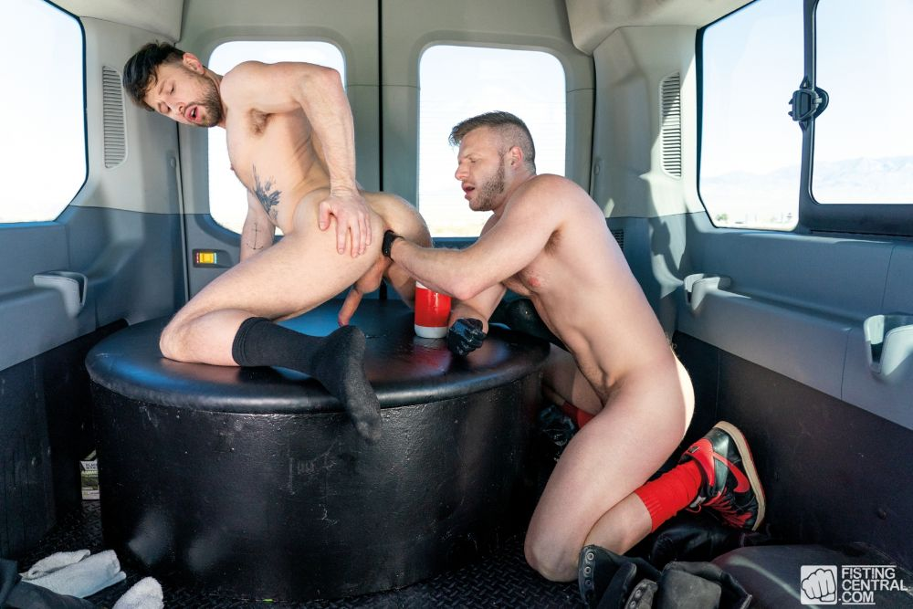 Drew Dixon Gets Fisted by Brian Bonds In The Fist Bus 4