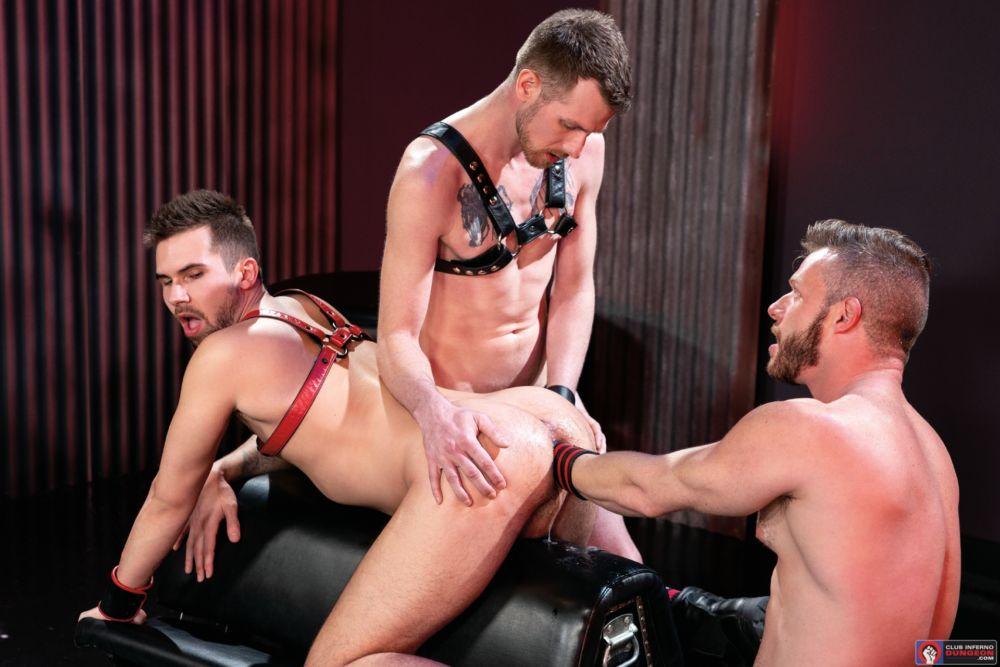 Gay Fisting Deep In The Club - Brian Bonds, Alex Killian & Mike Monroe 1