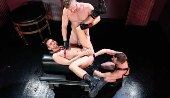 Gay Fisting Deep In The Club – Brian Bonds, Alex Killian & Mike Monroe