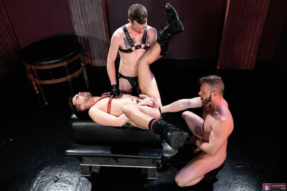 Gay Fisting Deep In The Club - Brian Bonds, Alex Killian & Mike Monroe 7