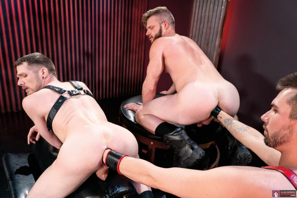 Mike Monroe Fist Fucks Brian Bonds & Alex Killian Deep In The Club 1