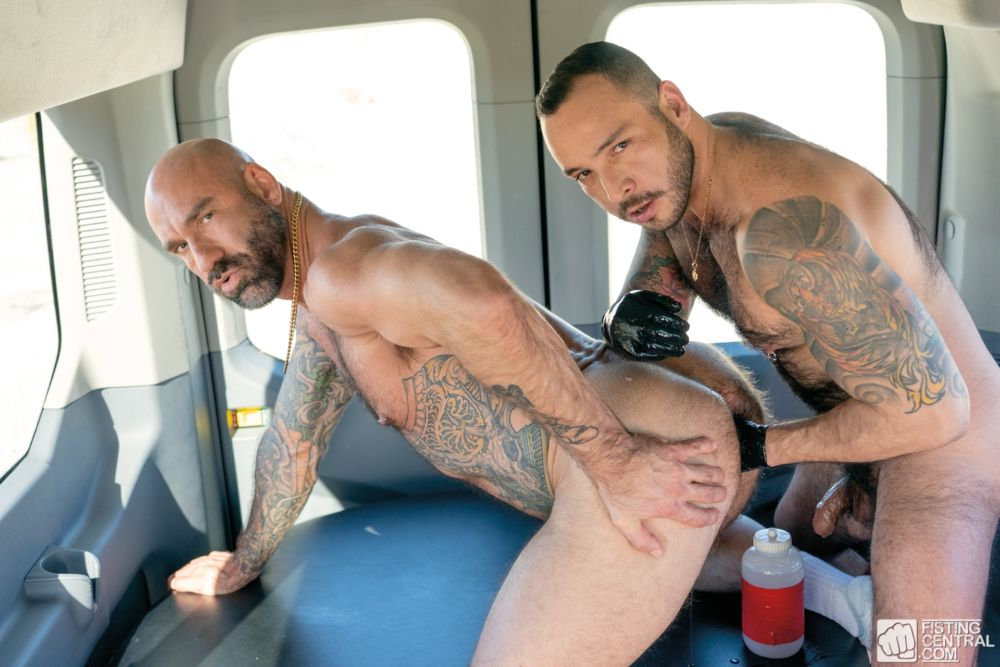 Fisting Bus: Drew Sebastian & Julian Torres 1