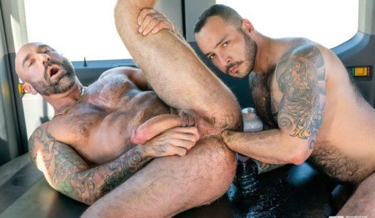 Fisting Bus: Drew Sebastian & Julian Torres