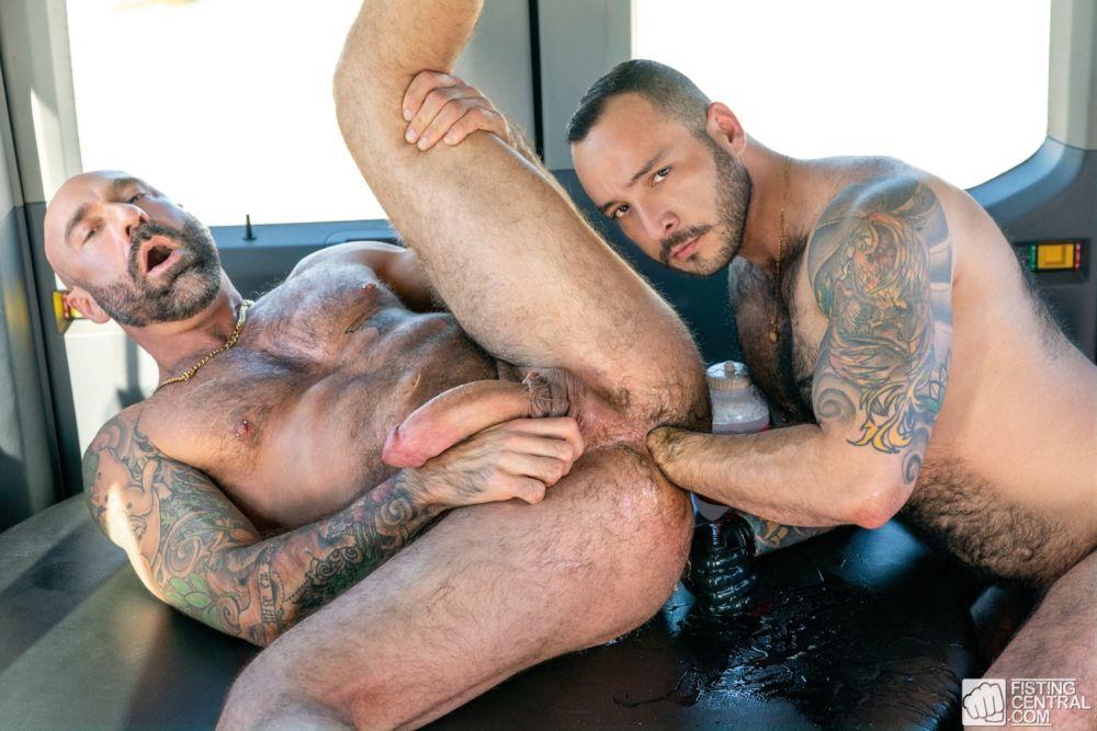 Fisting Bus: Drew Sebastian & Julian Torres 3