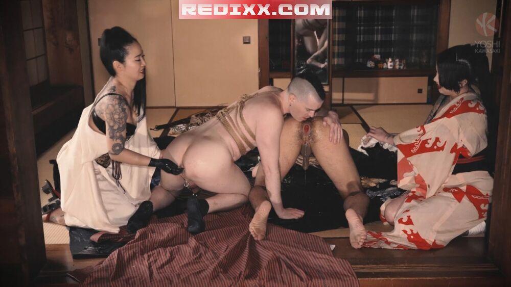 2 Mistresses Punch Fuck Yoshi Kawasaki & Axel Abysse 4