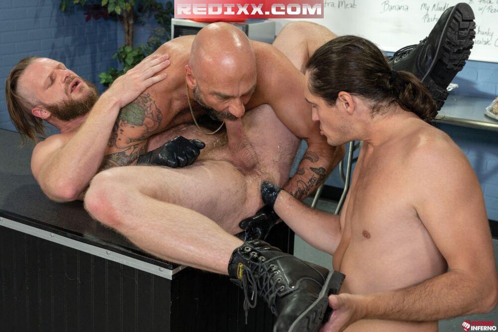 Drew Sebastian & Tony Orlando Take Turns Fisting Brian Bonds 5