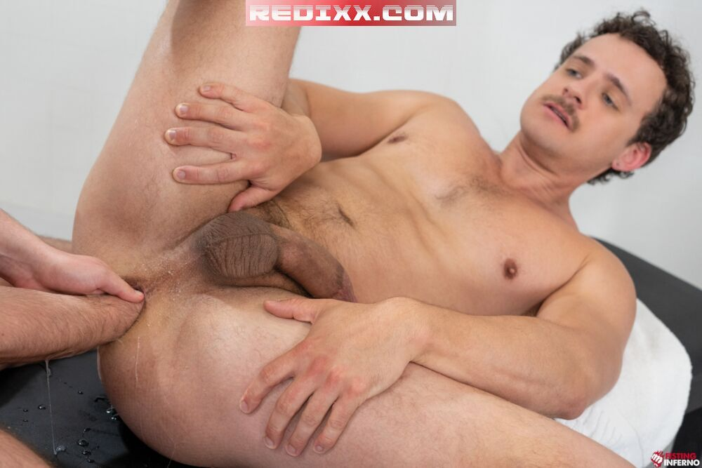 Fisting At The Gym: Ace Stallion Punches Nate Grimes 4